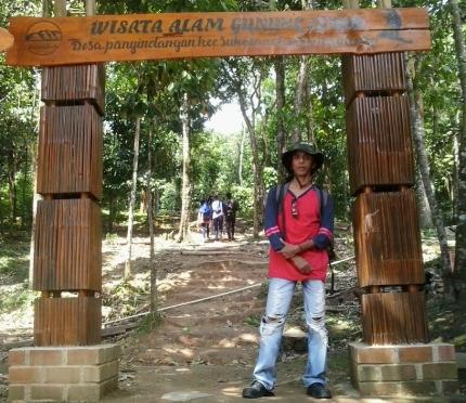 di gerbang gunung Lembu